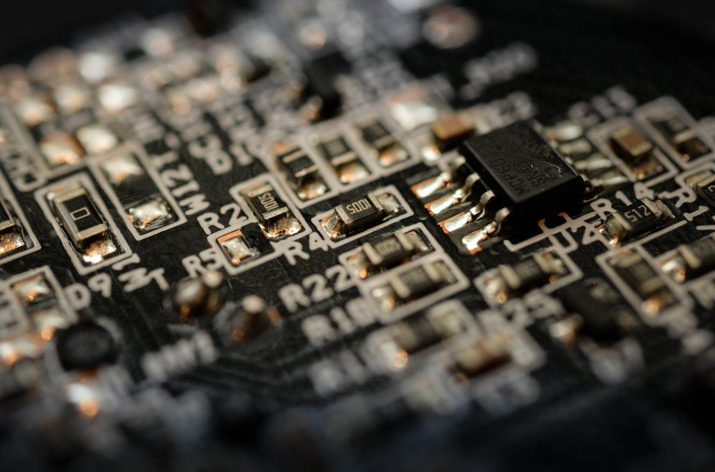blur-capacitors-chips-1448561